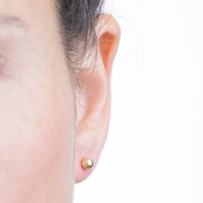 עגילי גולדפילד צמודים בצורת כדור, גודל בינוני