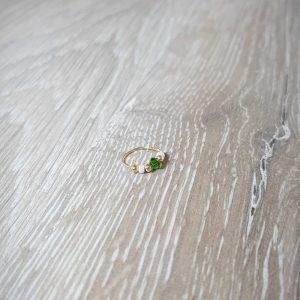 טראגוס ירוק וחרוזי פנינה