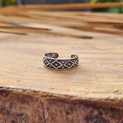 טבעת פס מעוינים